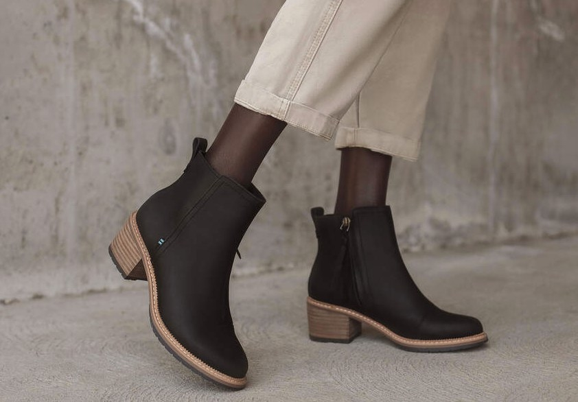 the casual block heel bootie in black
