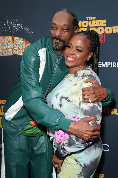 Snoop and Shante embrace on the red carpet