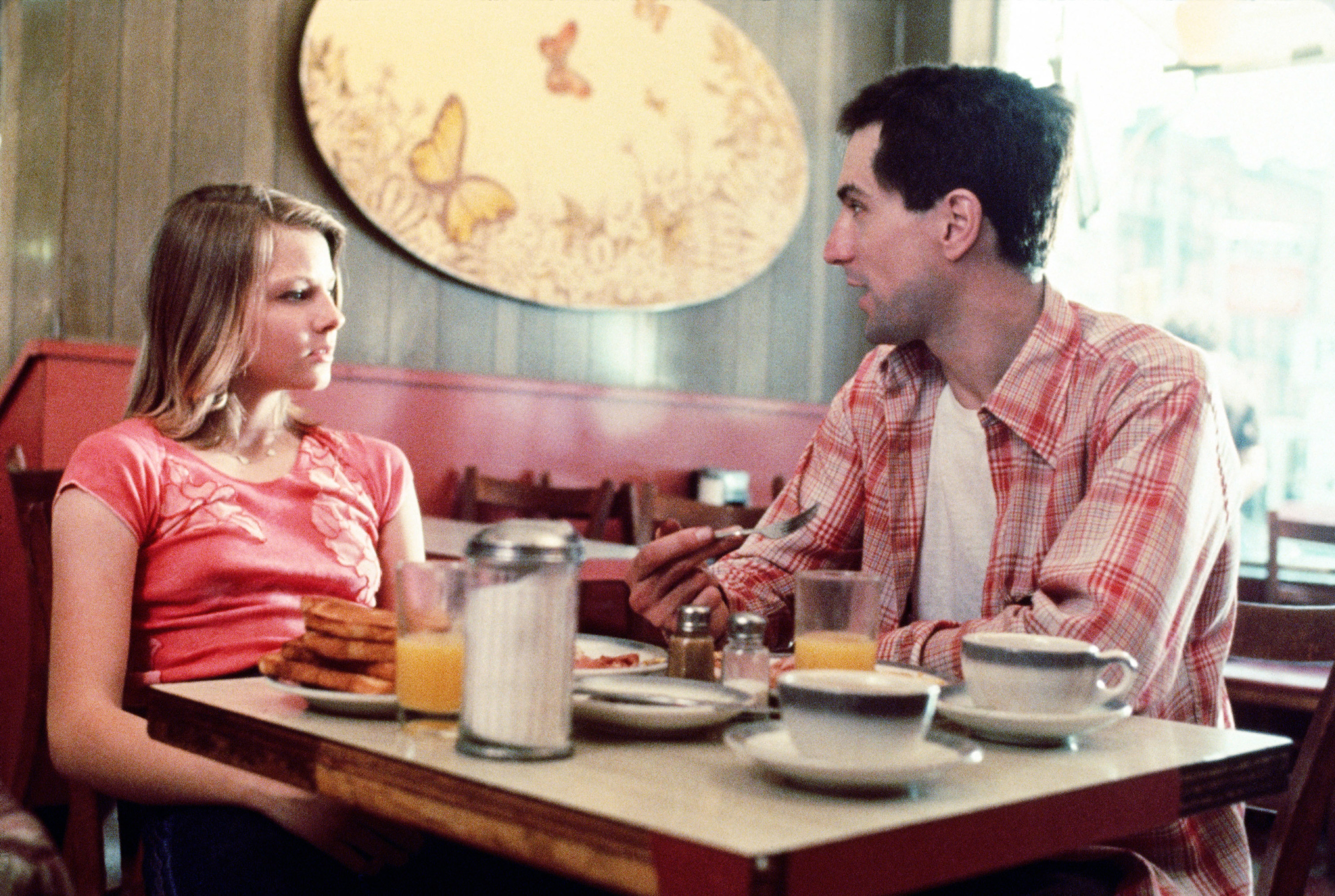 Jodi Foster and Robert De Niro in a cafe in Taxi Driver