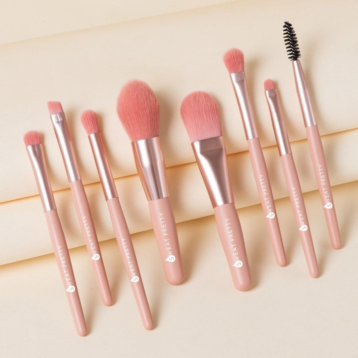 The set of pink makeup brushes