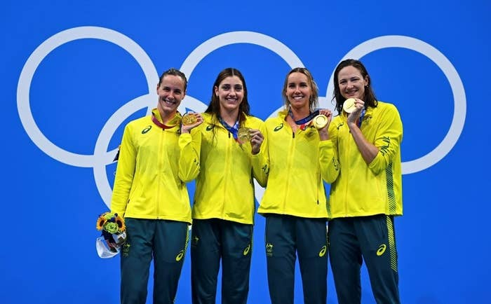 The Australian athletes who won gold in the women's 4 x 100 m freestyle relay