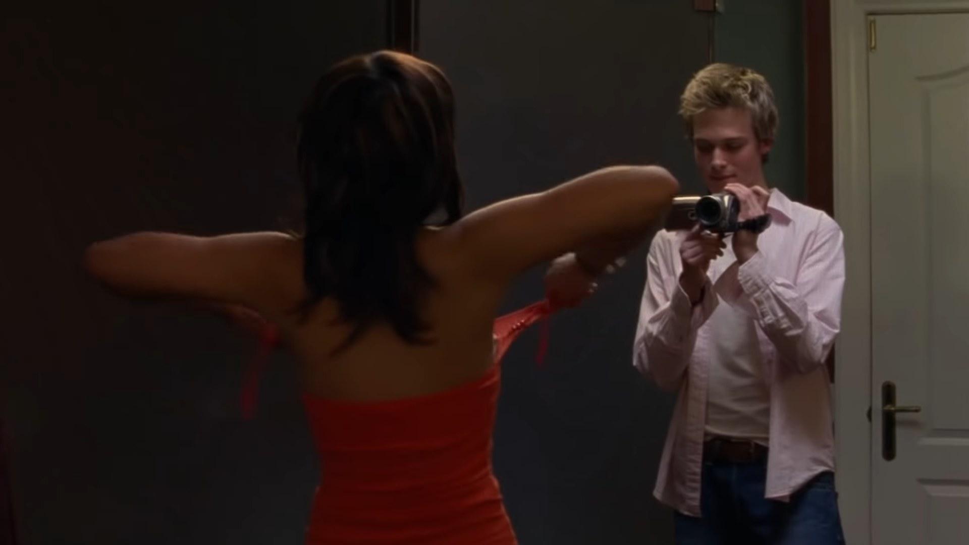 """Peter films Manny. Episode: """"Venus, Part 1"""""""