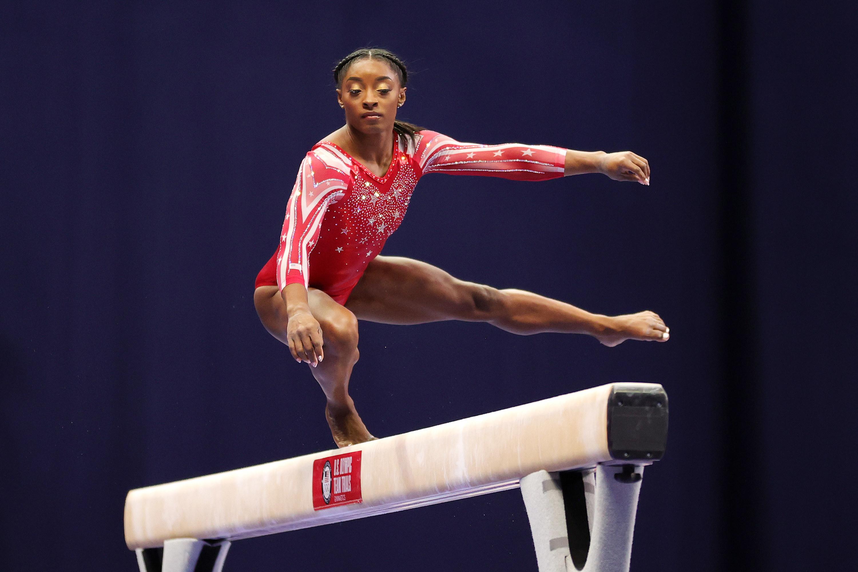 Simone on one leg on the balance beam