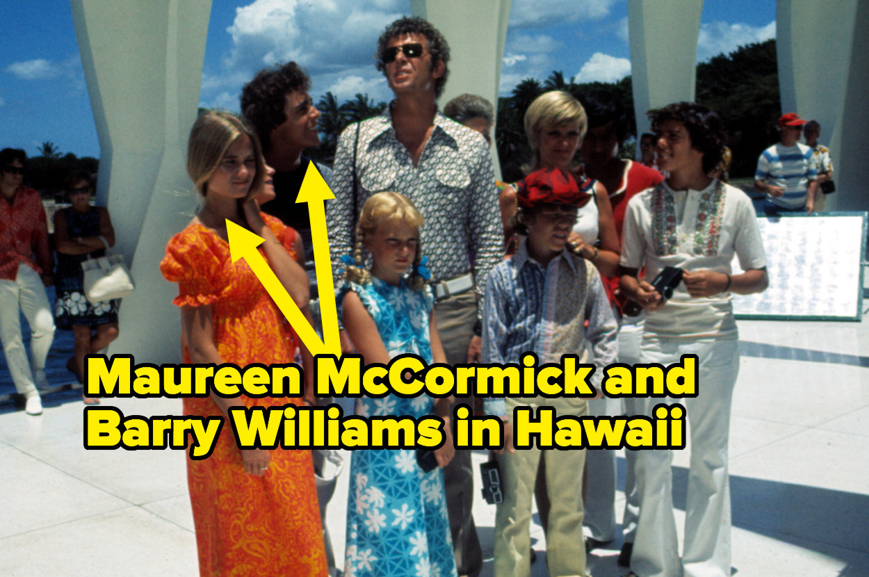 Barry Williams and Maureen McCormick with the rest of the cast on location in Hawaii