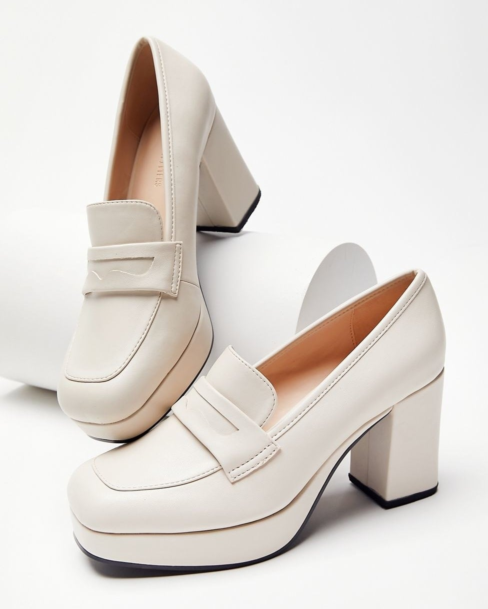 the cream colored shoes