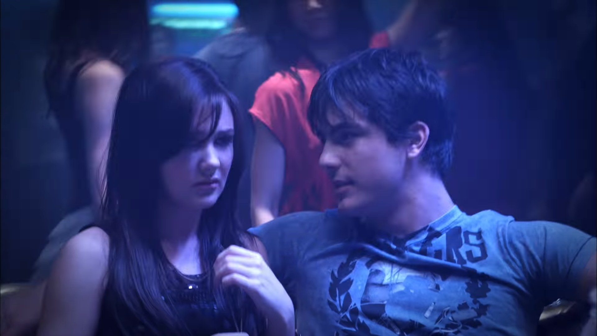 """Owen and Anya at a club. Episode: """"Paper Planes, Part 1"""""""