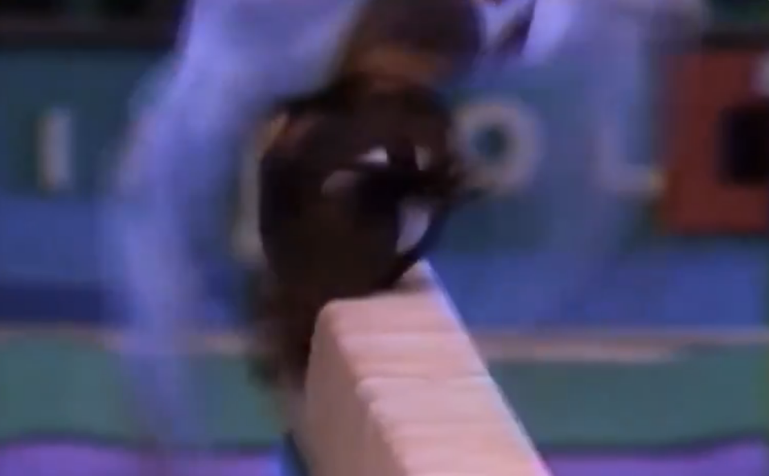 Dominique Moceanu landing on her head during her beam routine