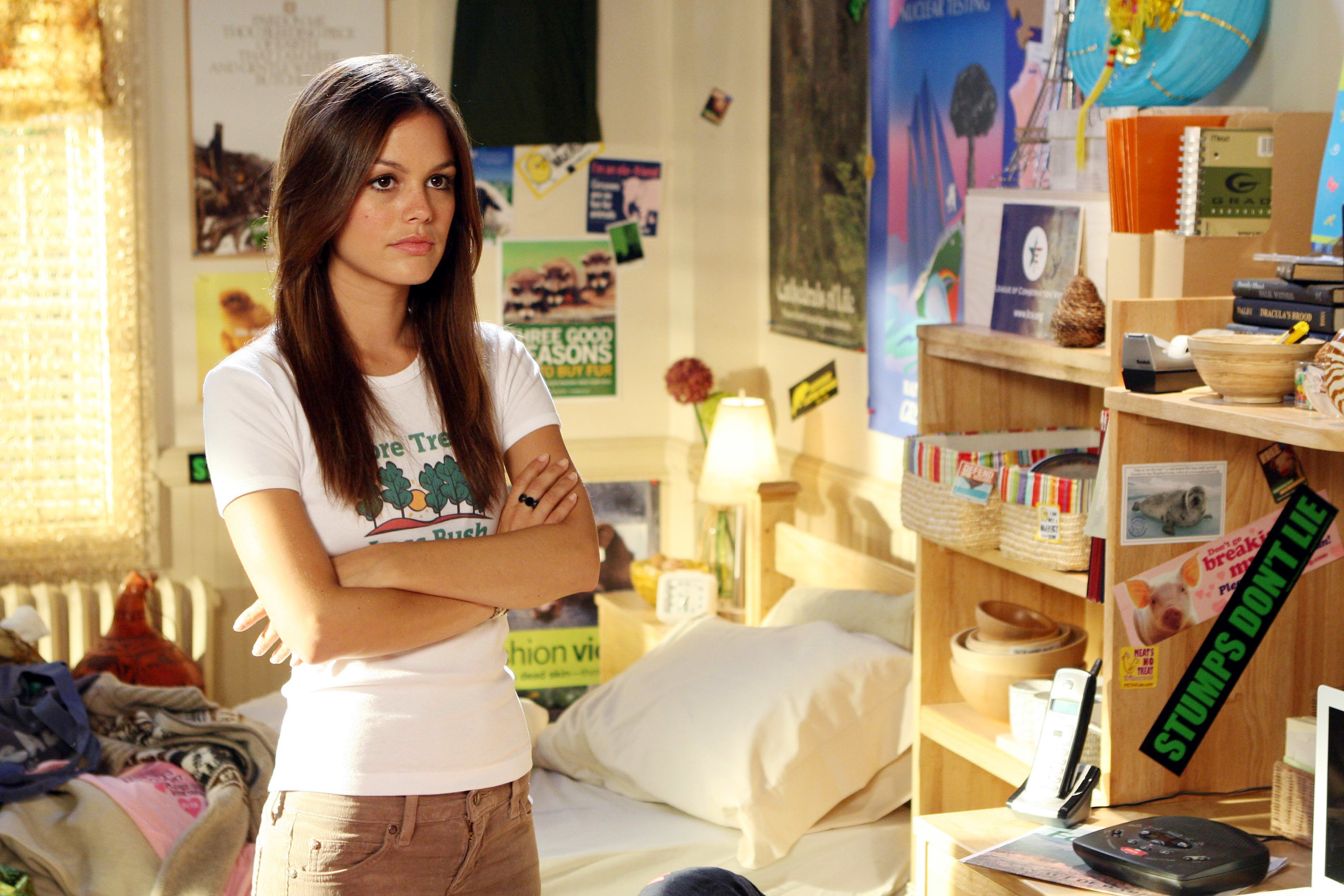 """Summer standing in her dorm room on """"The O.C."""""""