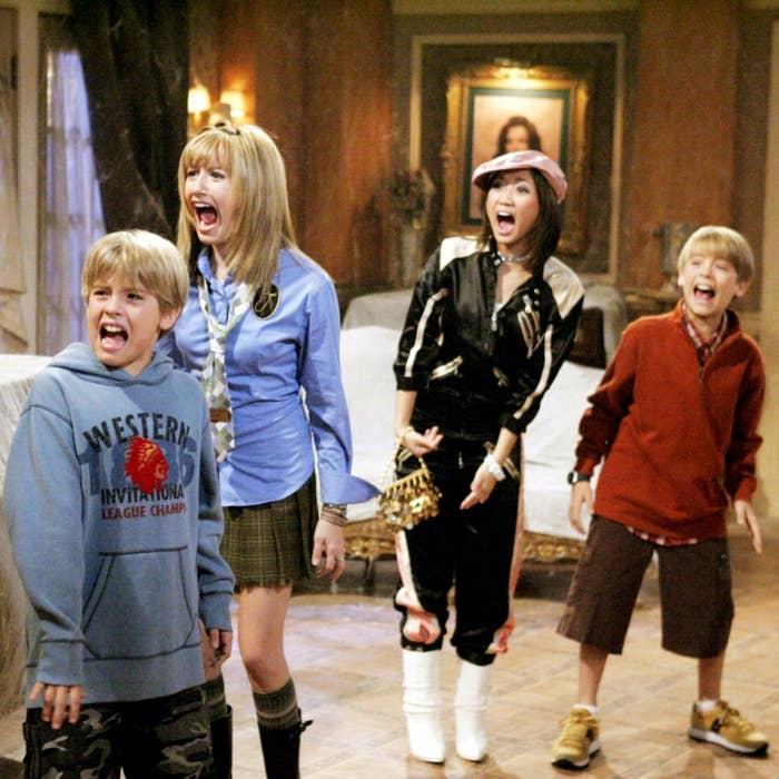 Dylan Sprouse, Ashley Tisdale, Brenda Song, and Cole Spouse screaming