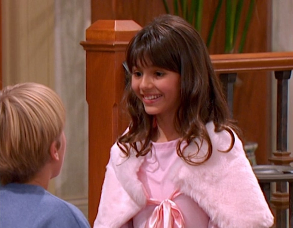 Victoria Justice talking to Cole Sprouse