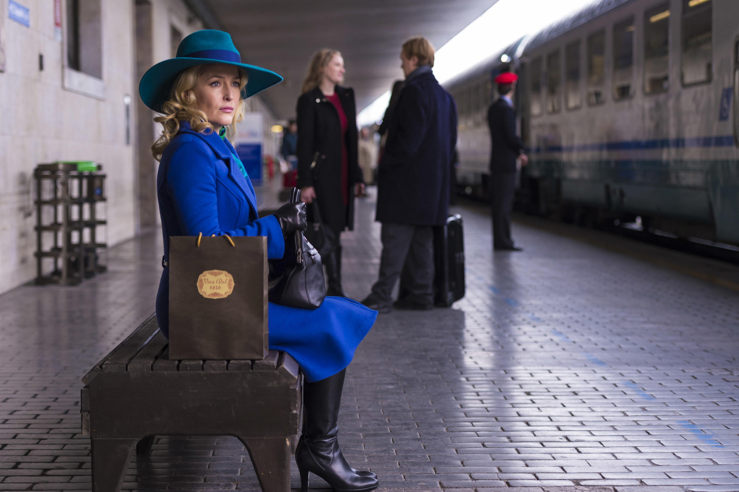 Gillian Anderson as Bedelia waiting for a train