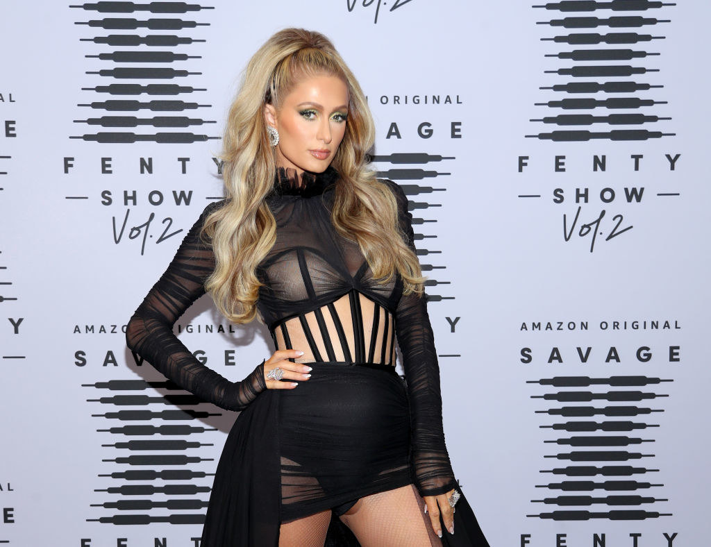 Paris with her hand on her hip on the red carpet
