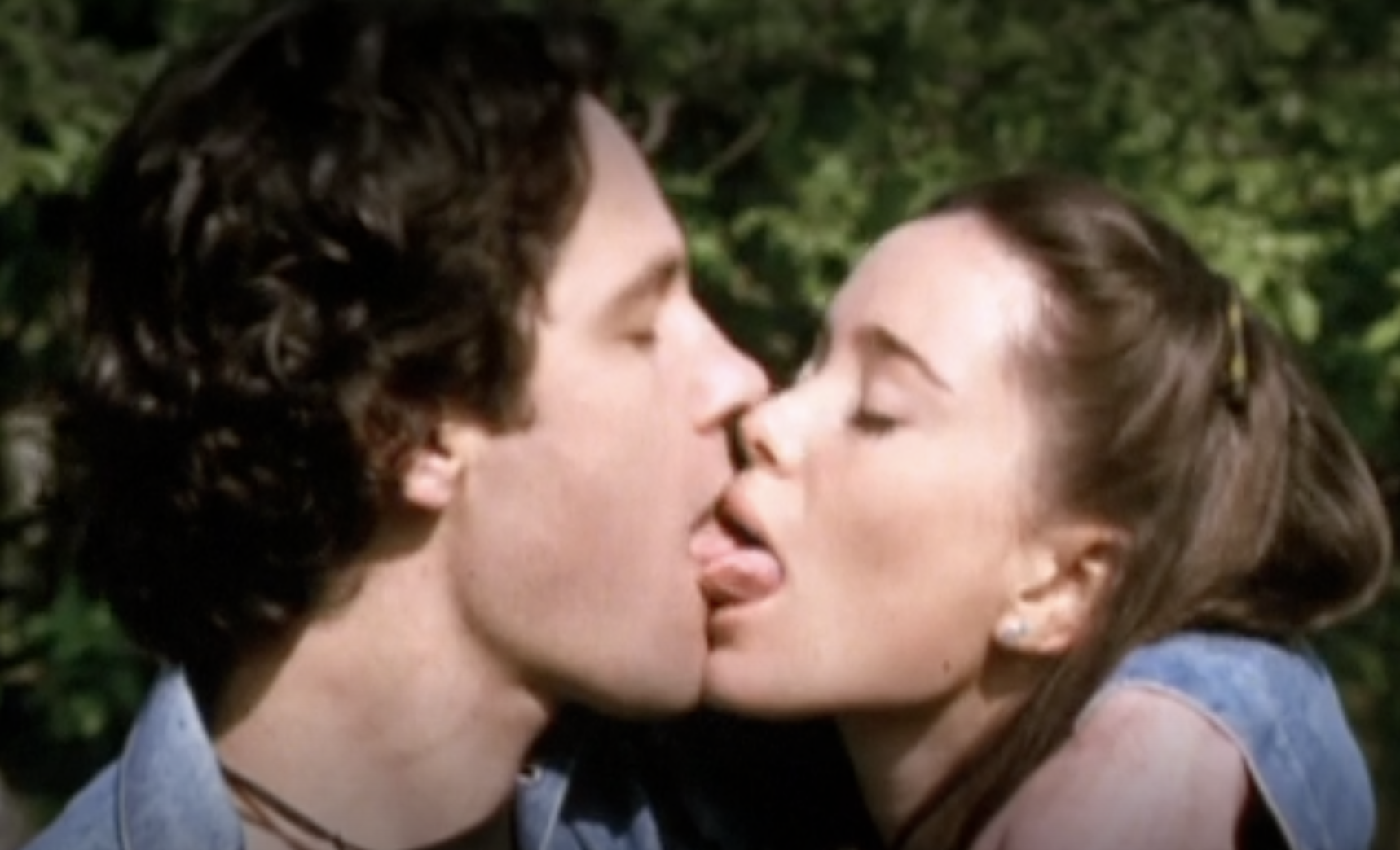 Paul Rudd andMarguerite Moreau make out as Andy and Katie