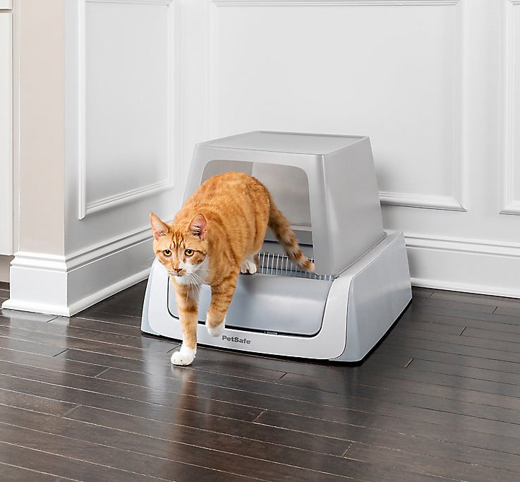 Thecovered self-cleaning litter box
