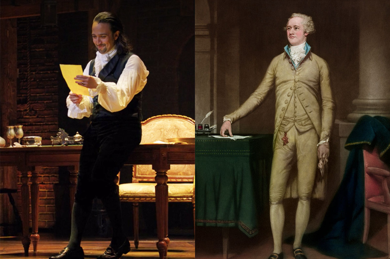 in the stage production, he has loose sleeves and wears dark colors, but in the portrait, he has tight sleeves and wears light colors
