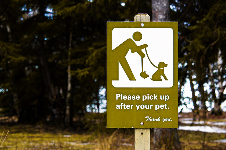 sign for people to pick up their dog's poop