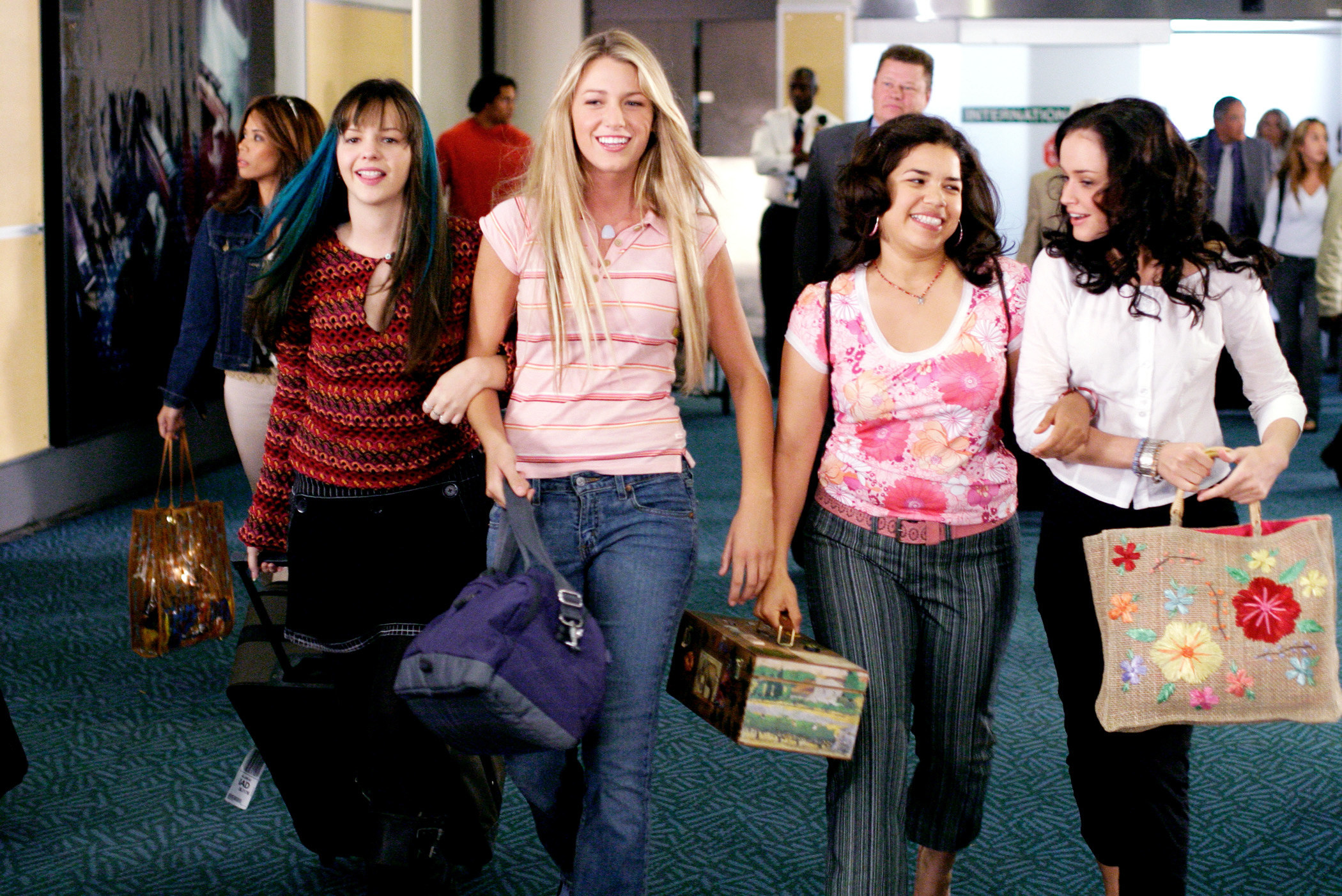 Amber Tamblyn, Blake Lively, America Ferrera, and Alexis Bledel in The Sisterhood of the Traveling Pants
