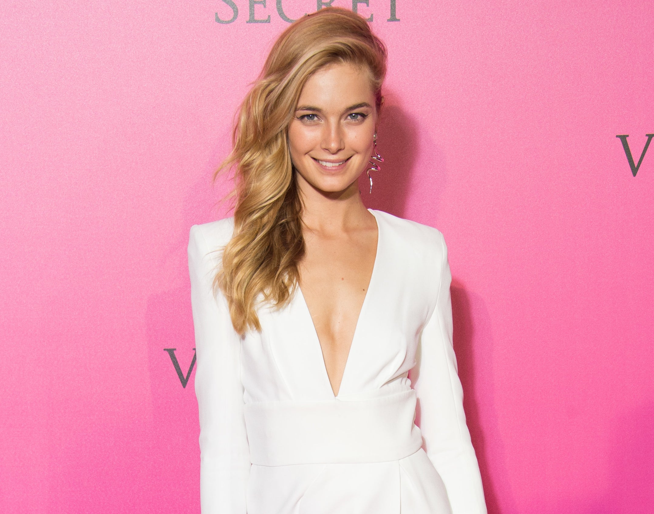 Bridget attends a Victoria's Secret red carpet event