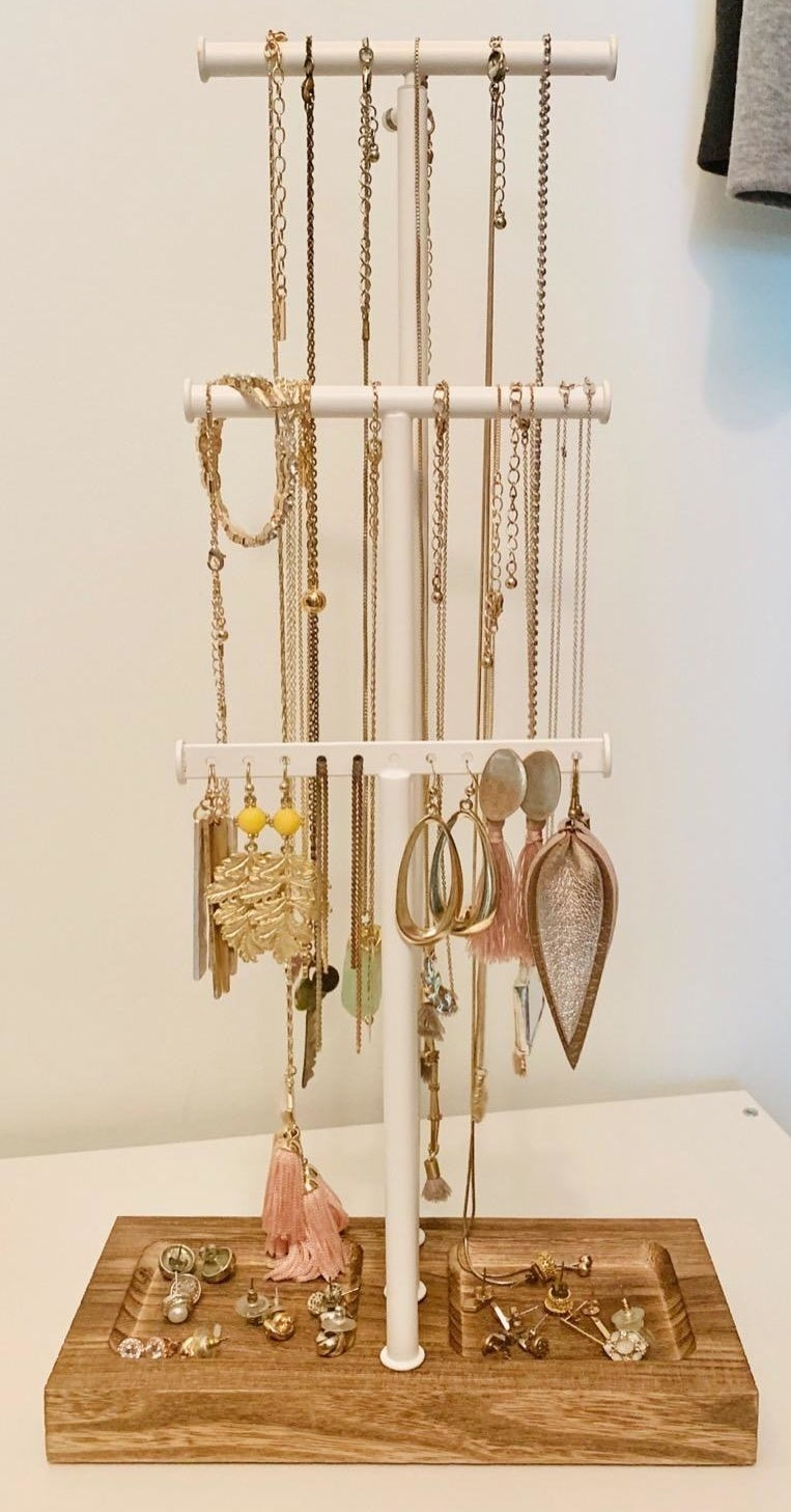The jewelry holder