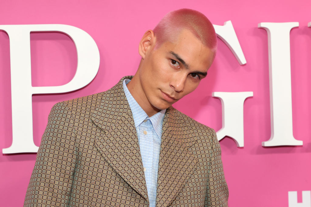 "Evan Mock on the red carpet of the ""Gossip Girl"" premieree"