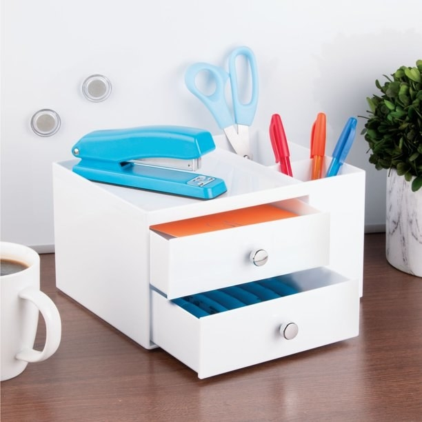 The white organizer holding office supplies