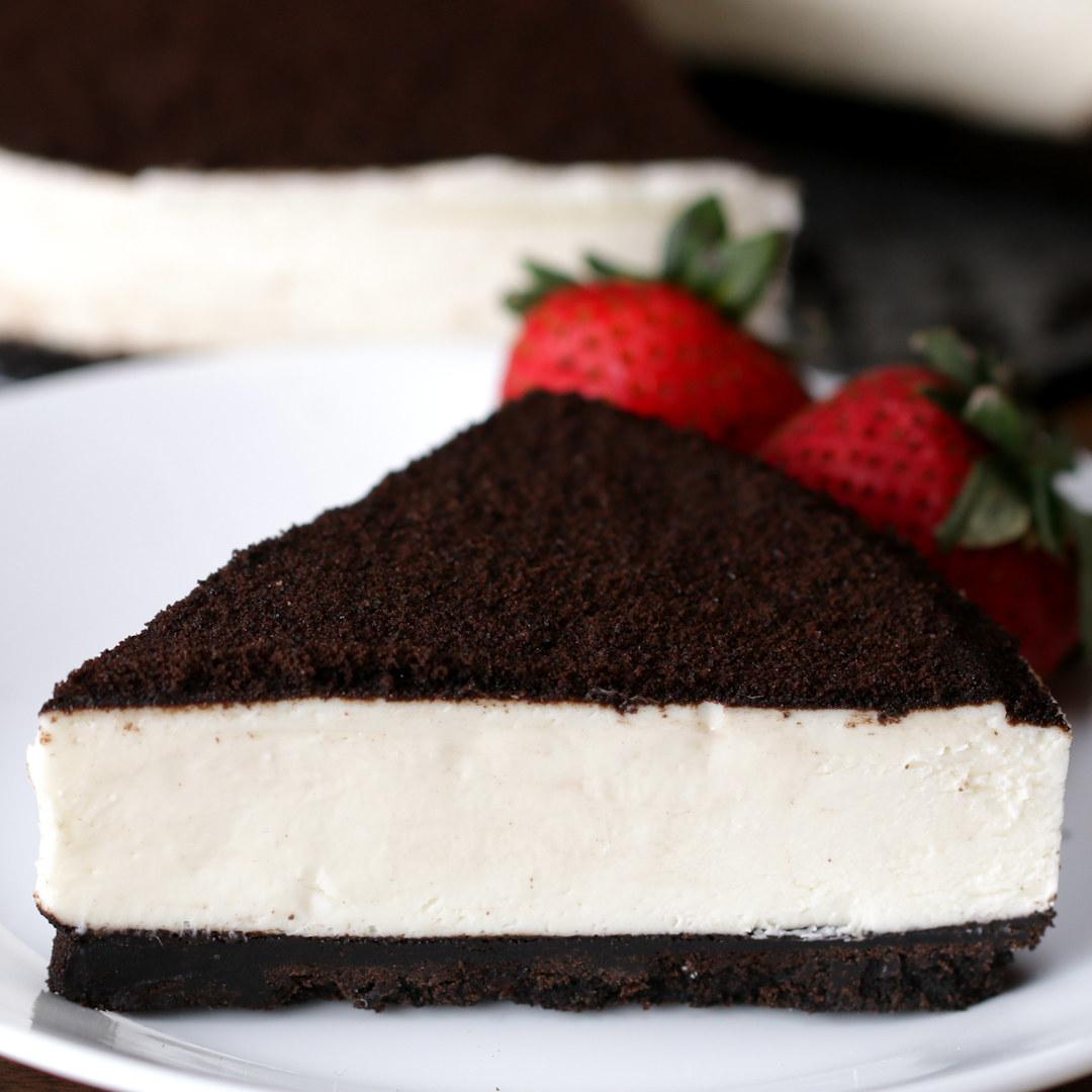 No-bake cookies and cream cheesecake