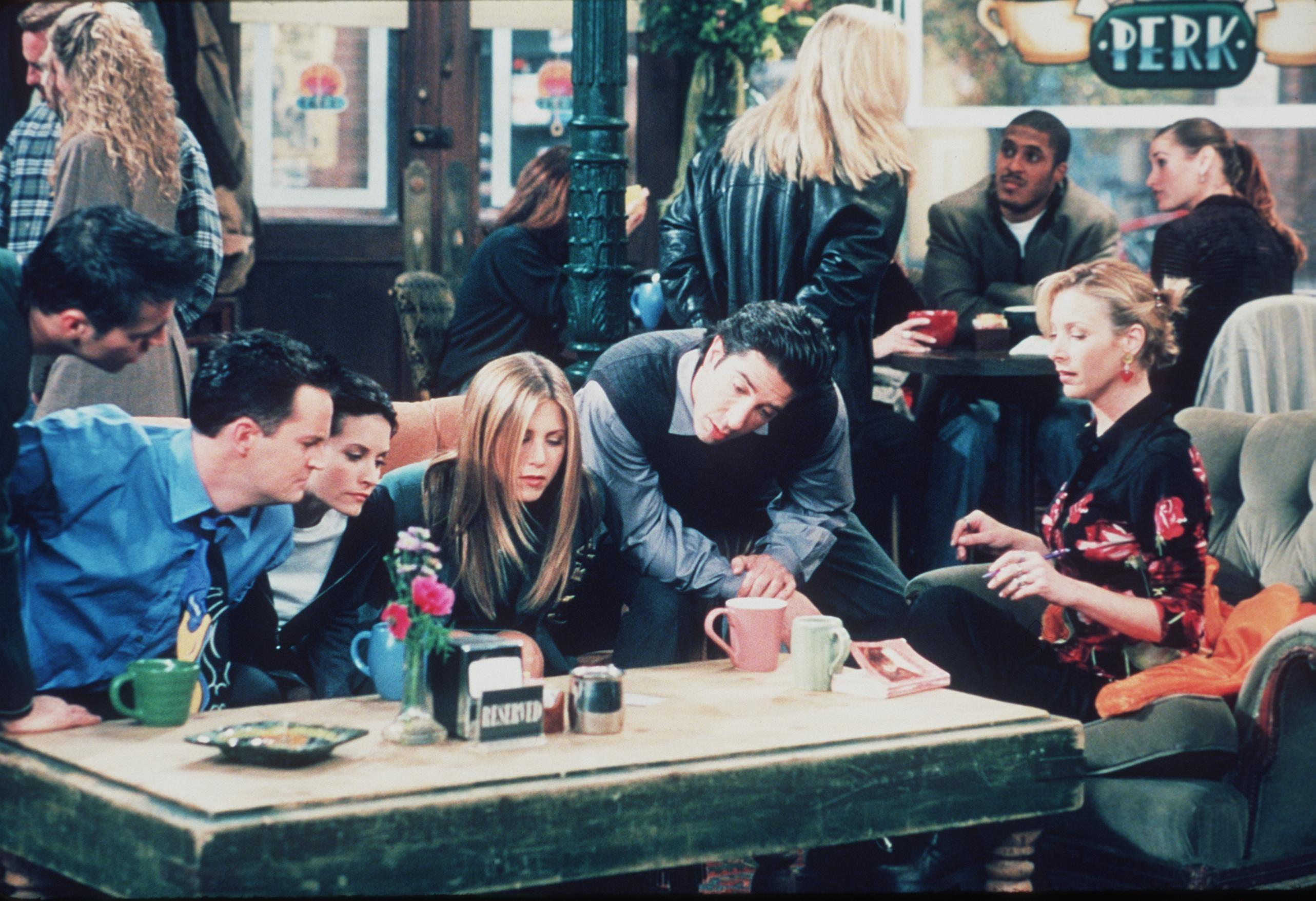 "Matt Le Blanc, Matthew Perry, Courteney Cox, Jennifer Aniston, David Schwimmer, And Lisa Kudrow pose for this 1999 ""Friends"" shot"