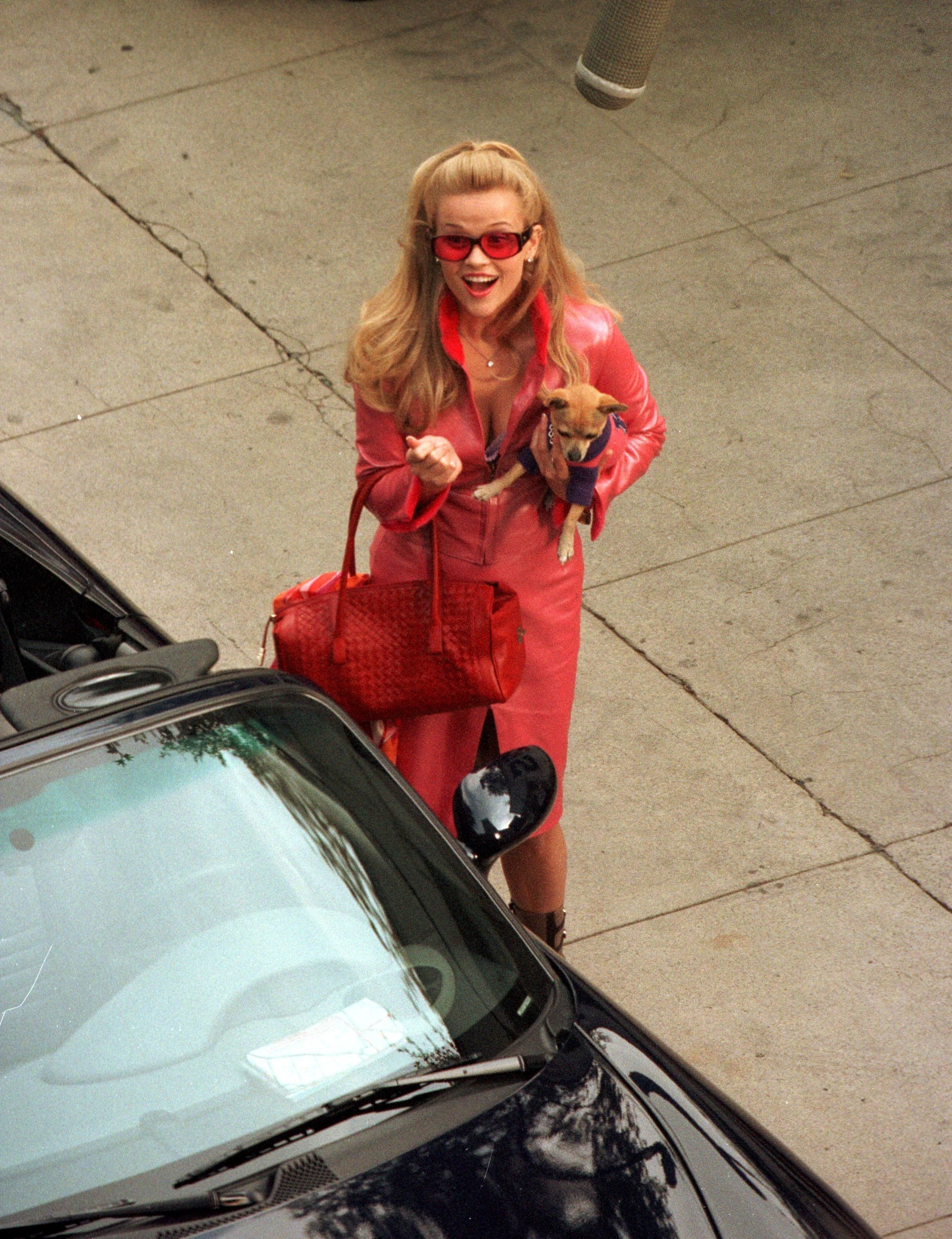 """Reese Witherspoon films a scene in """"Legally Blonde"""""""