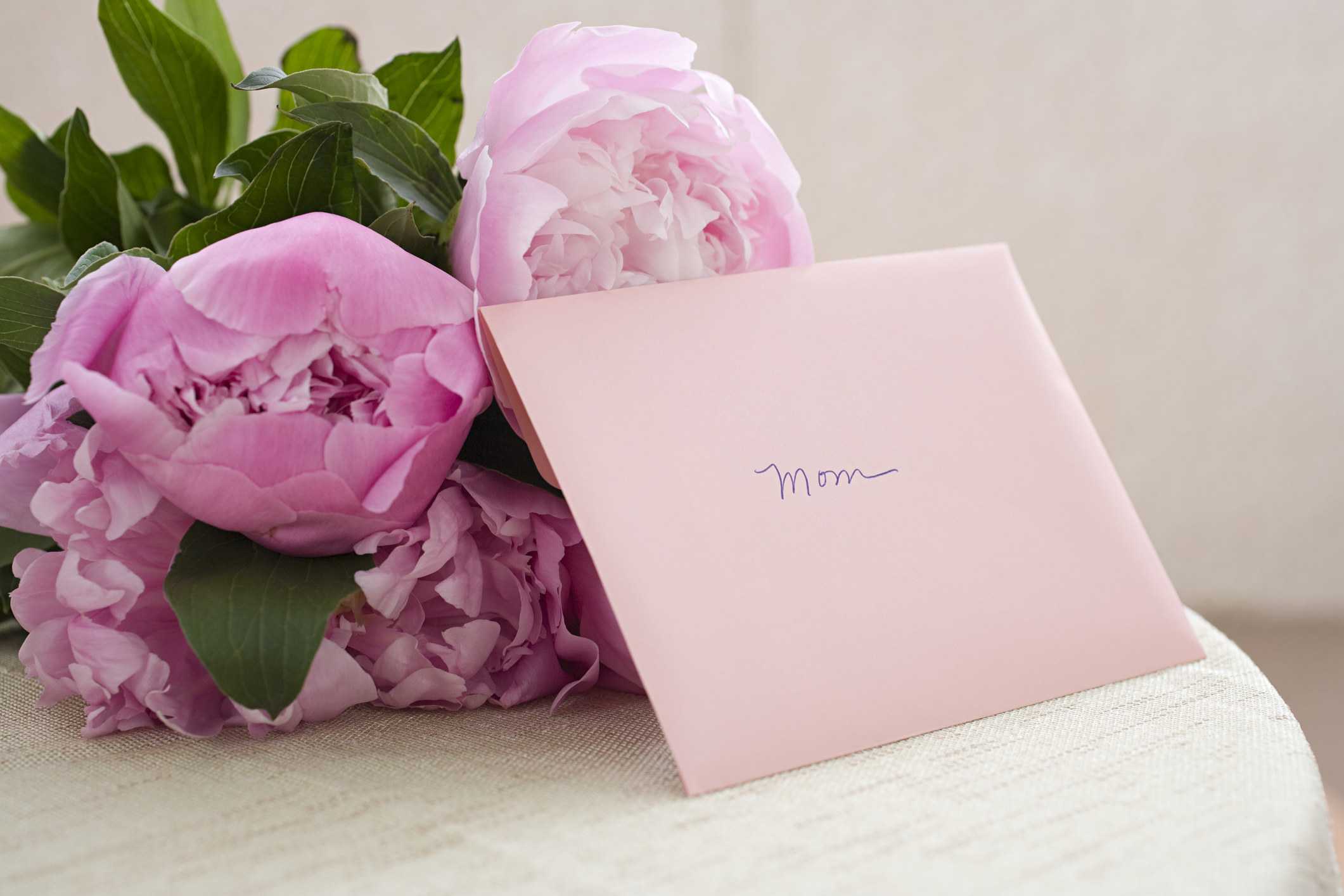 """A bouquet of flowers with a card that reads, """"Mom"""""""