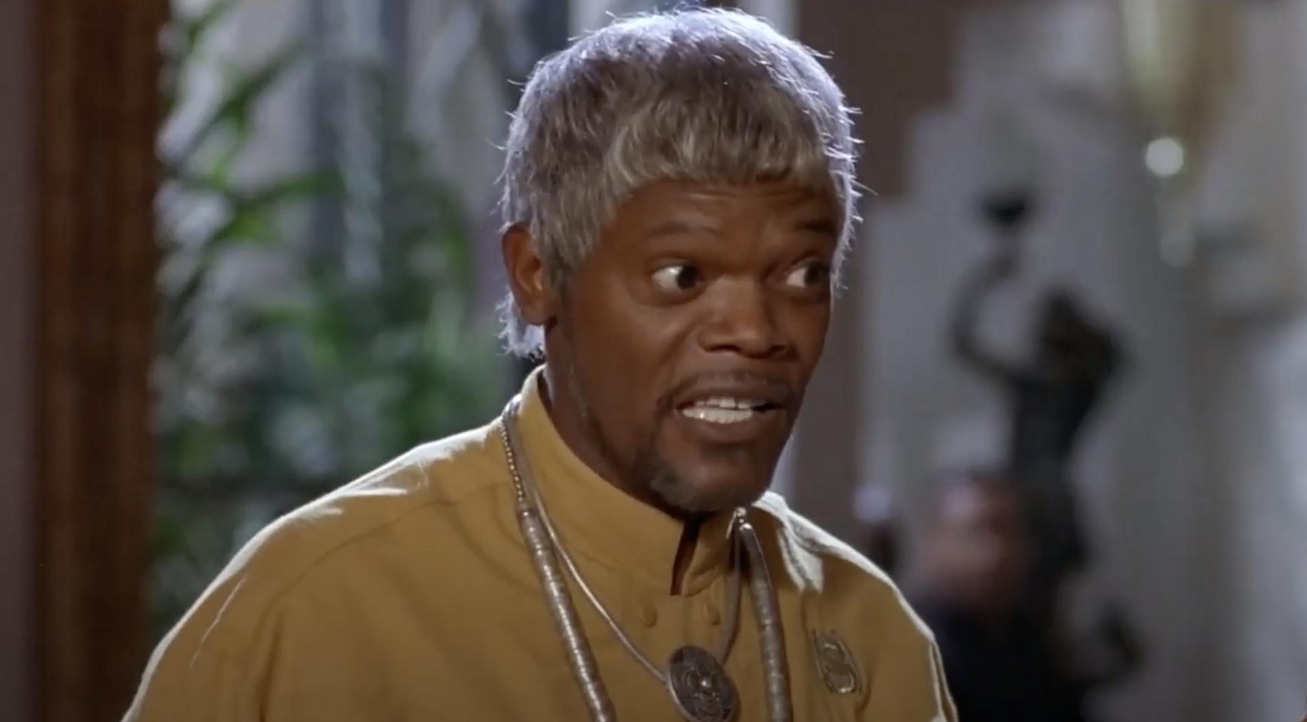 Samuel Jackson in a short, flat wig