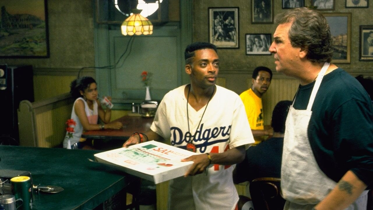 A scene in the pizzeria inDo the Right Thing