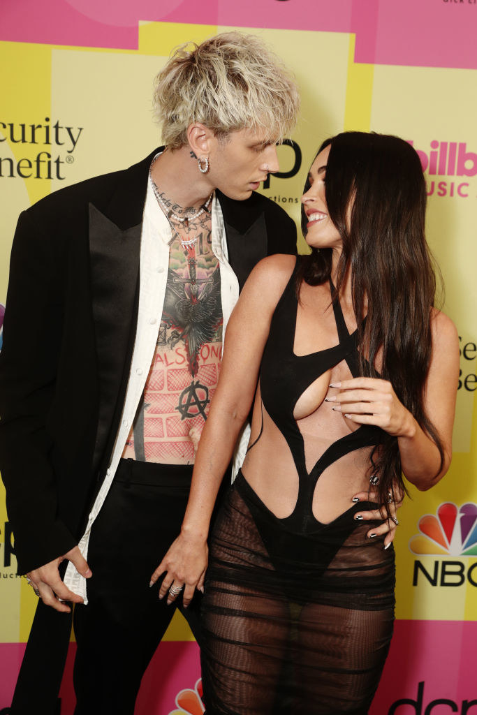 (l-r) Machine Gun Kelly and Megan Fox arrive to the 2021 Billboard Music Awards