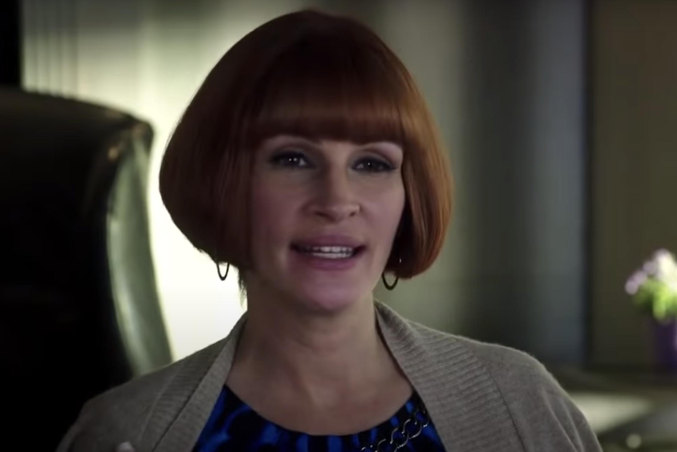 Julia Roberts with a bowl cut wig