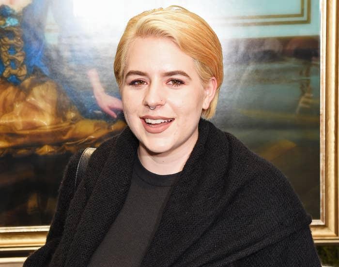 Bella shows off short blonde hair at an art gallery