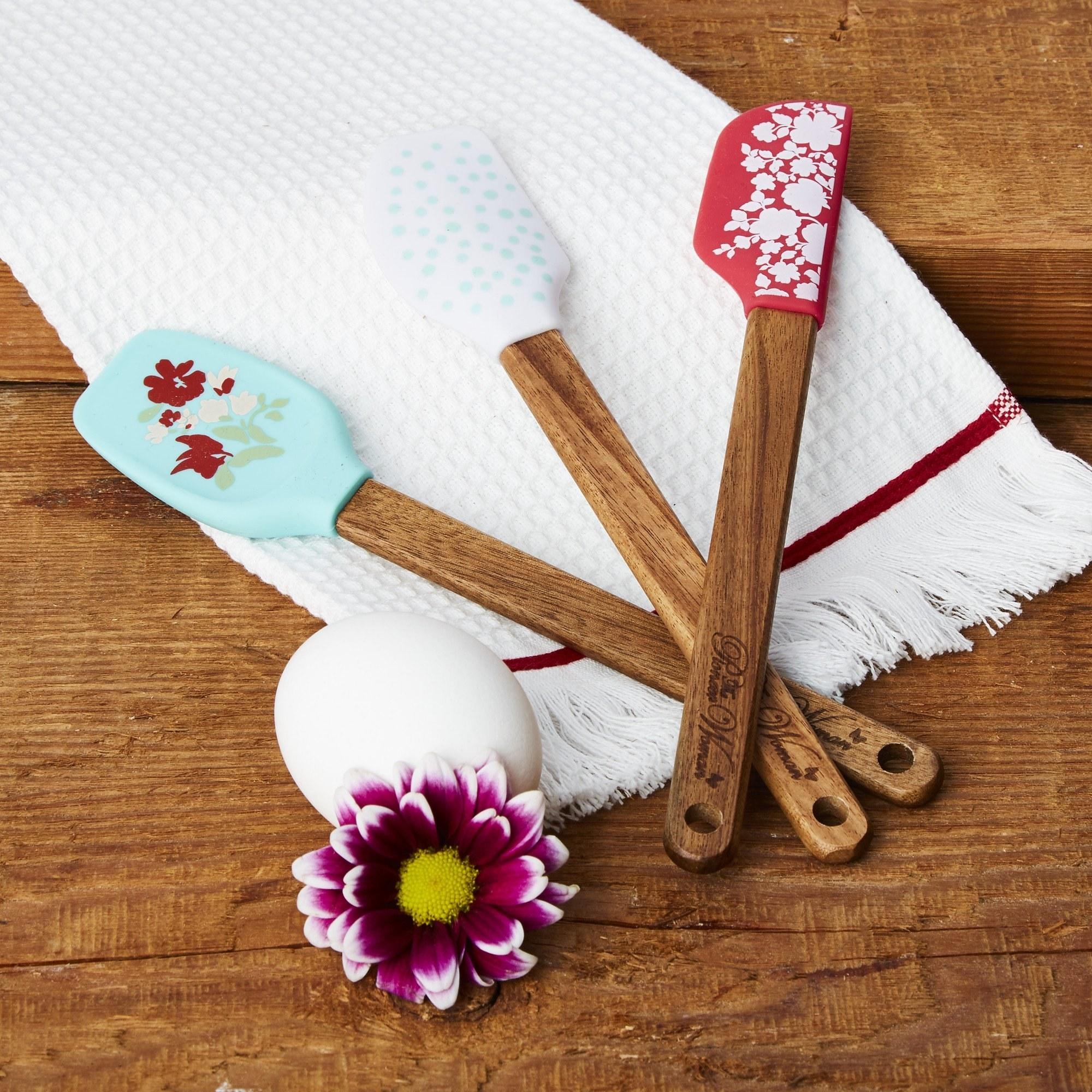 the three floral mini spatulas
