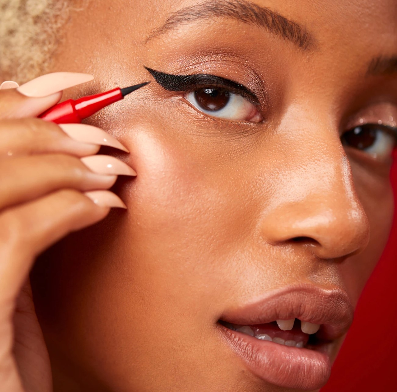 Model with cat-eye holding Patrick Starrr Point Made Liner