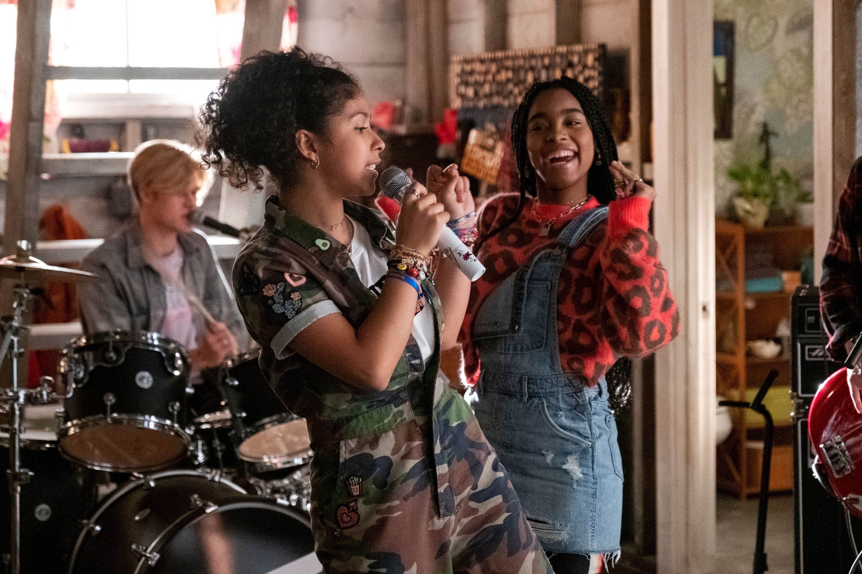 """Madison Reyes and Jadah Marie in """"Julie and the Phantoms"""""""