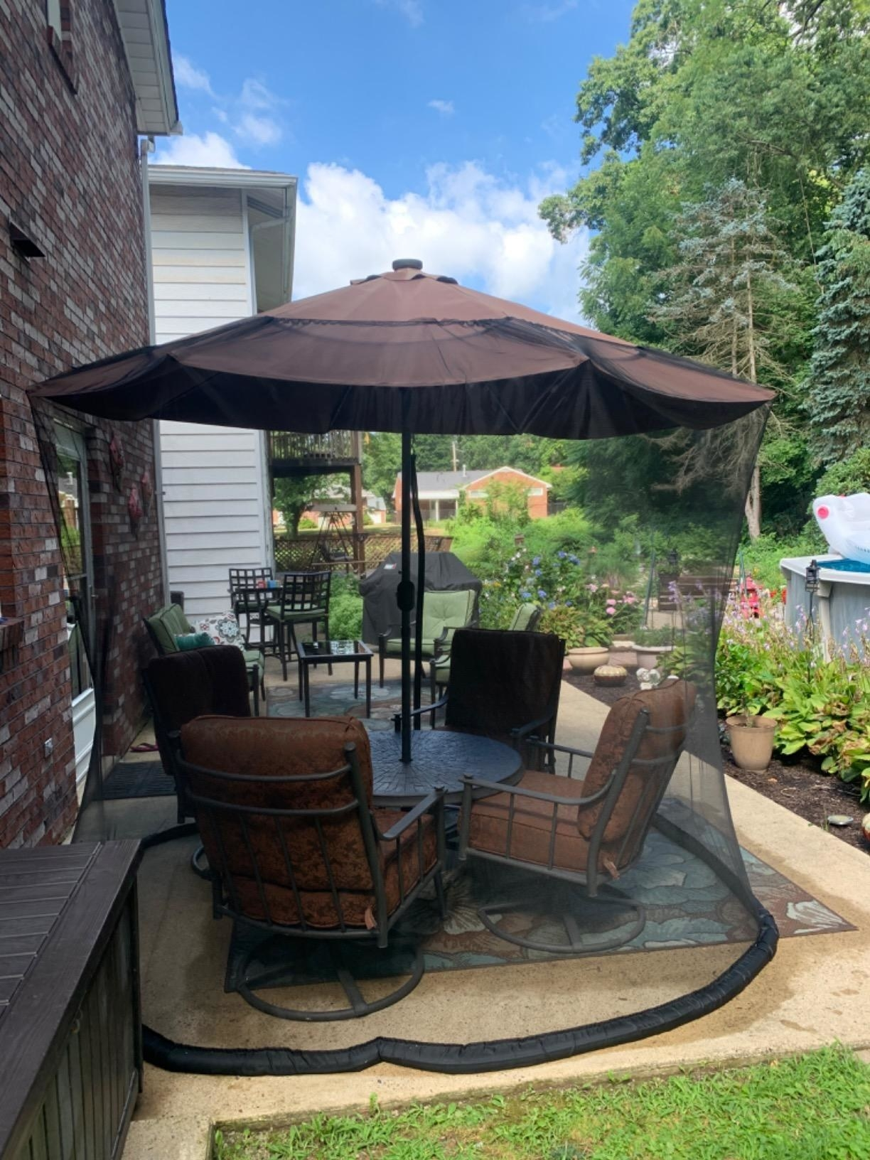 reviewer image of the outdoor table screen over a patio table and four chairs