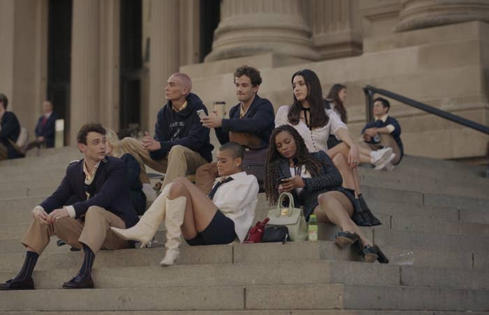 """The characters of the """"Gossip Girl"""" Reboot on the steps of the Met"""