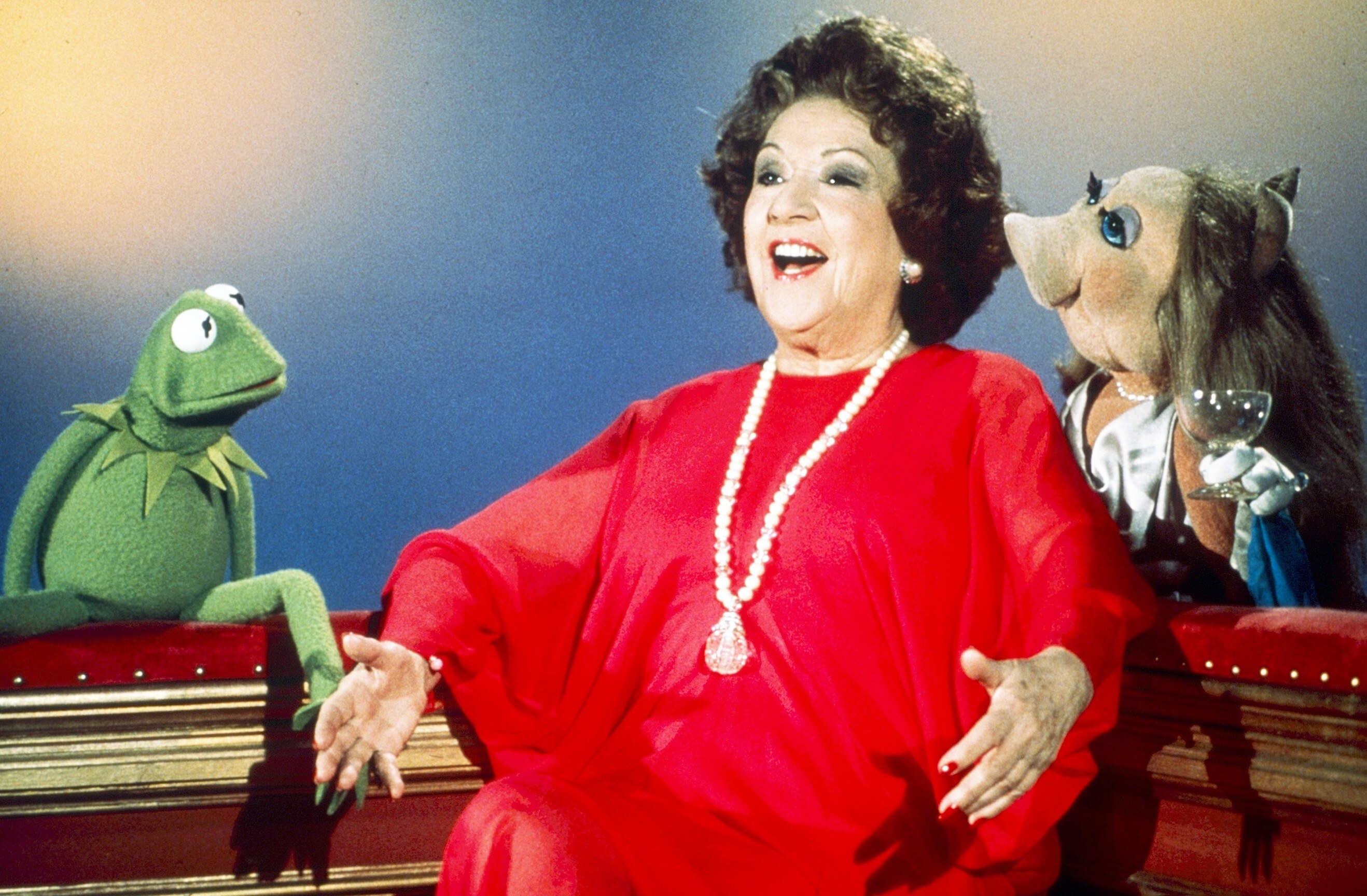 Kermit the Frog and Miss Piggy chat with Ethel Merman