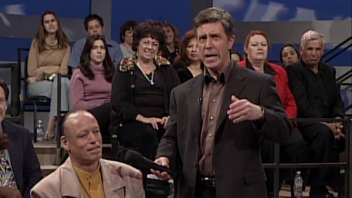 Tom Bergeron interviews a member of the audience