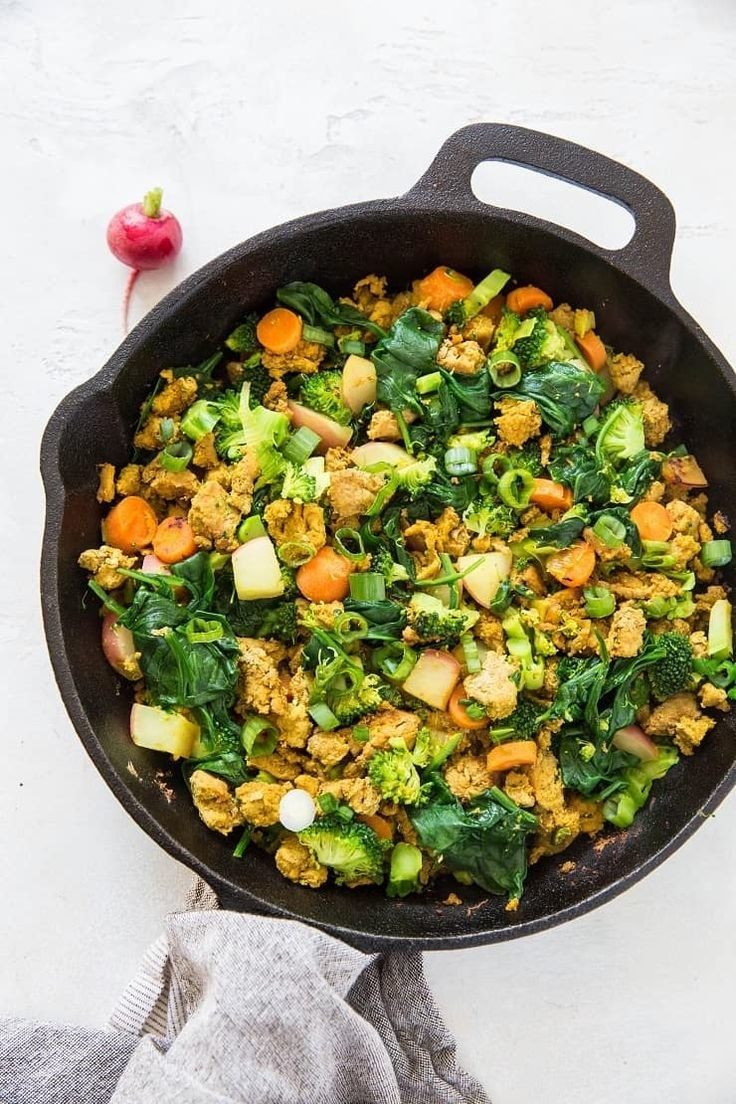 Skillet turkey with broccoli, carrots, and spinach
