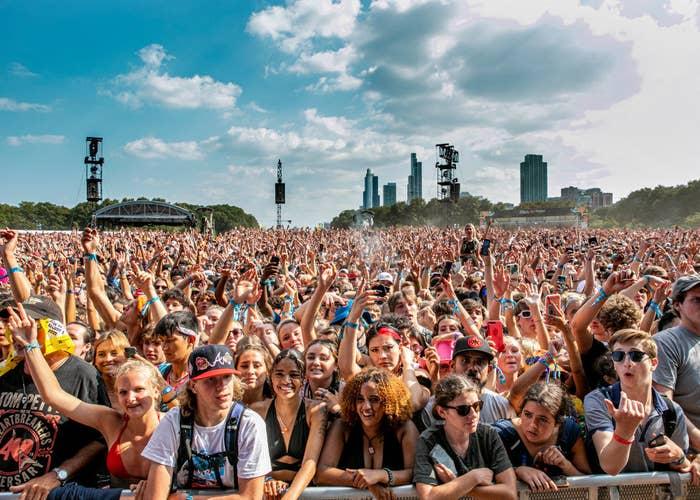 Thousands of unmasked people enjoying a set at Lollapalooza