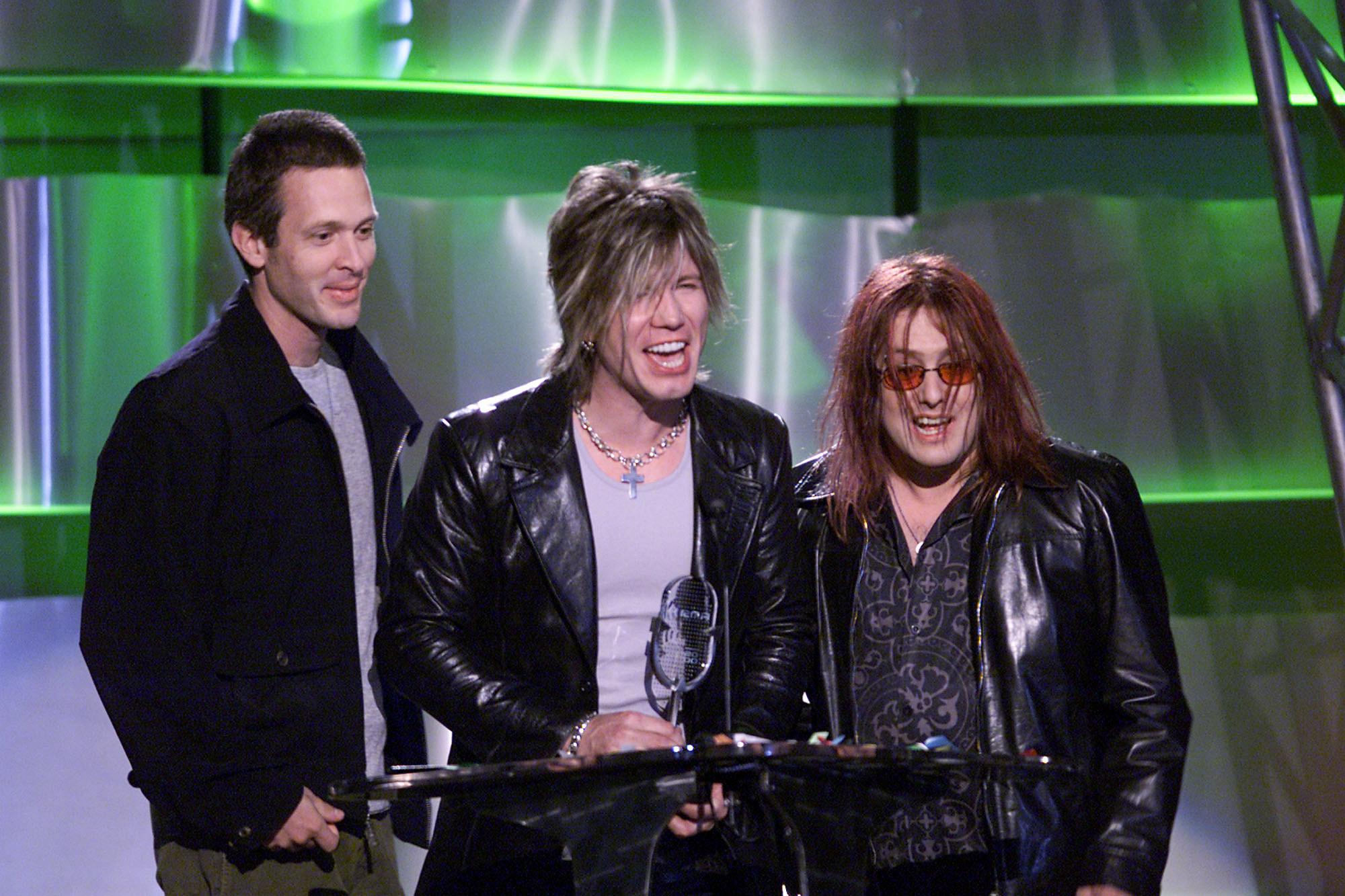 Goo Goo Dolls accepting an award