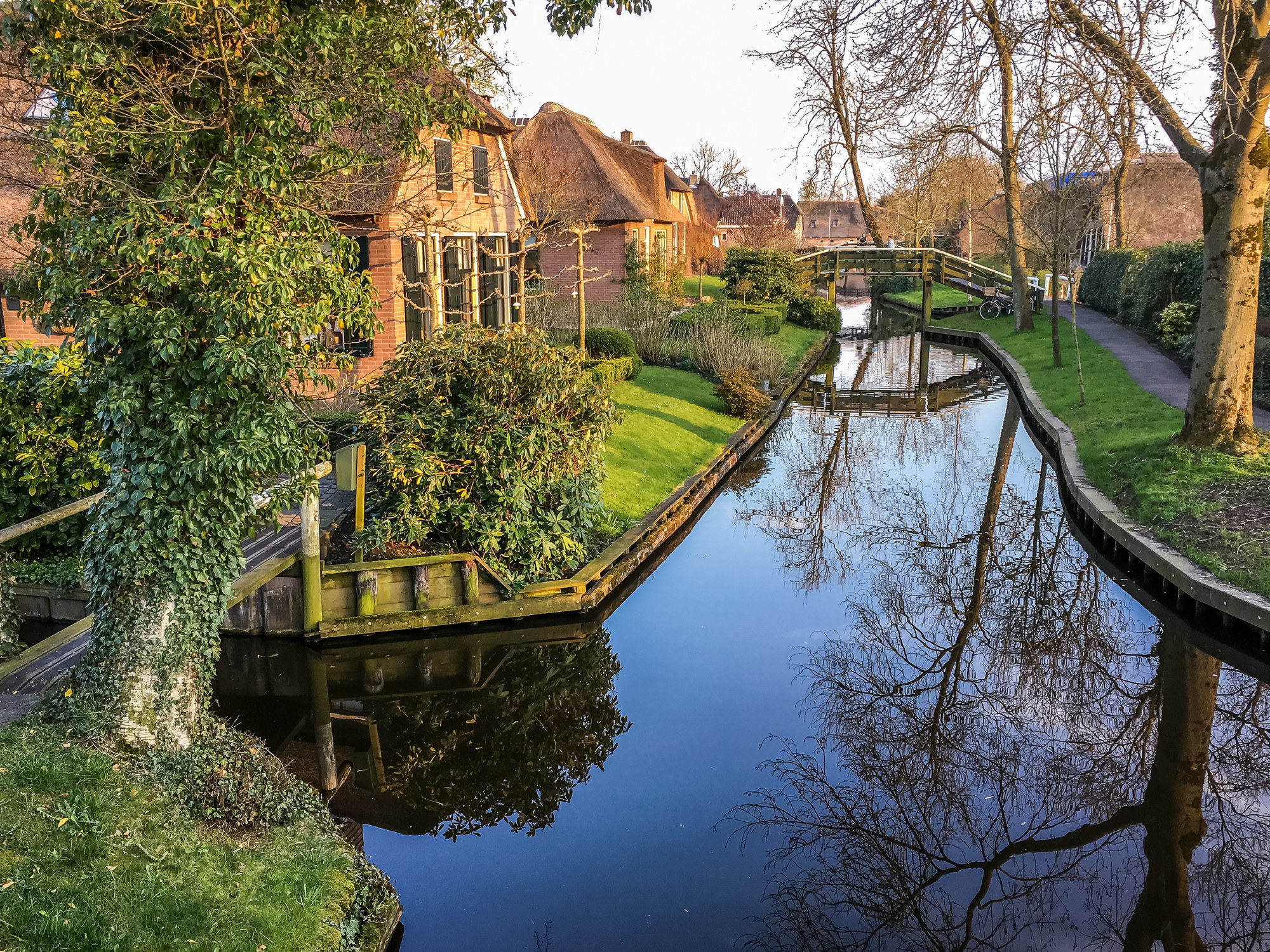 A canal in Giethoorn.