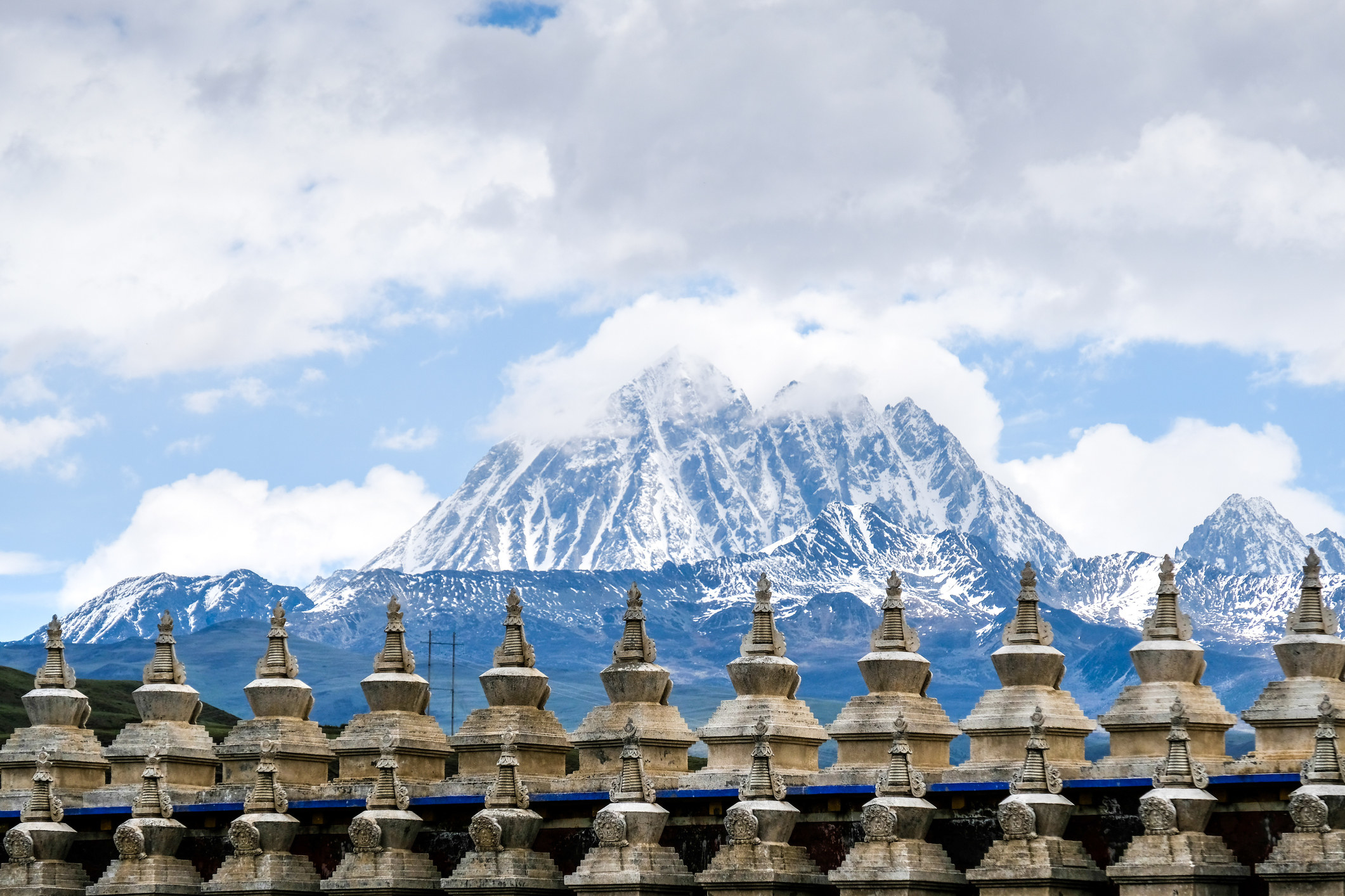 A temple overlooking a mountain in Western Sechuan, China.