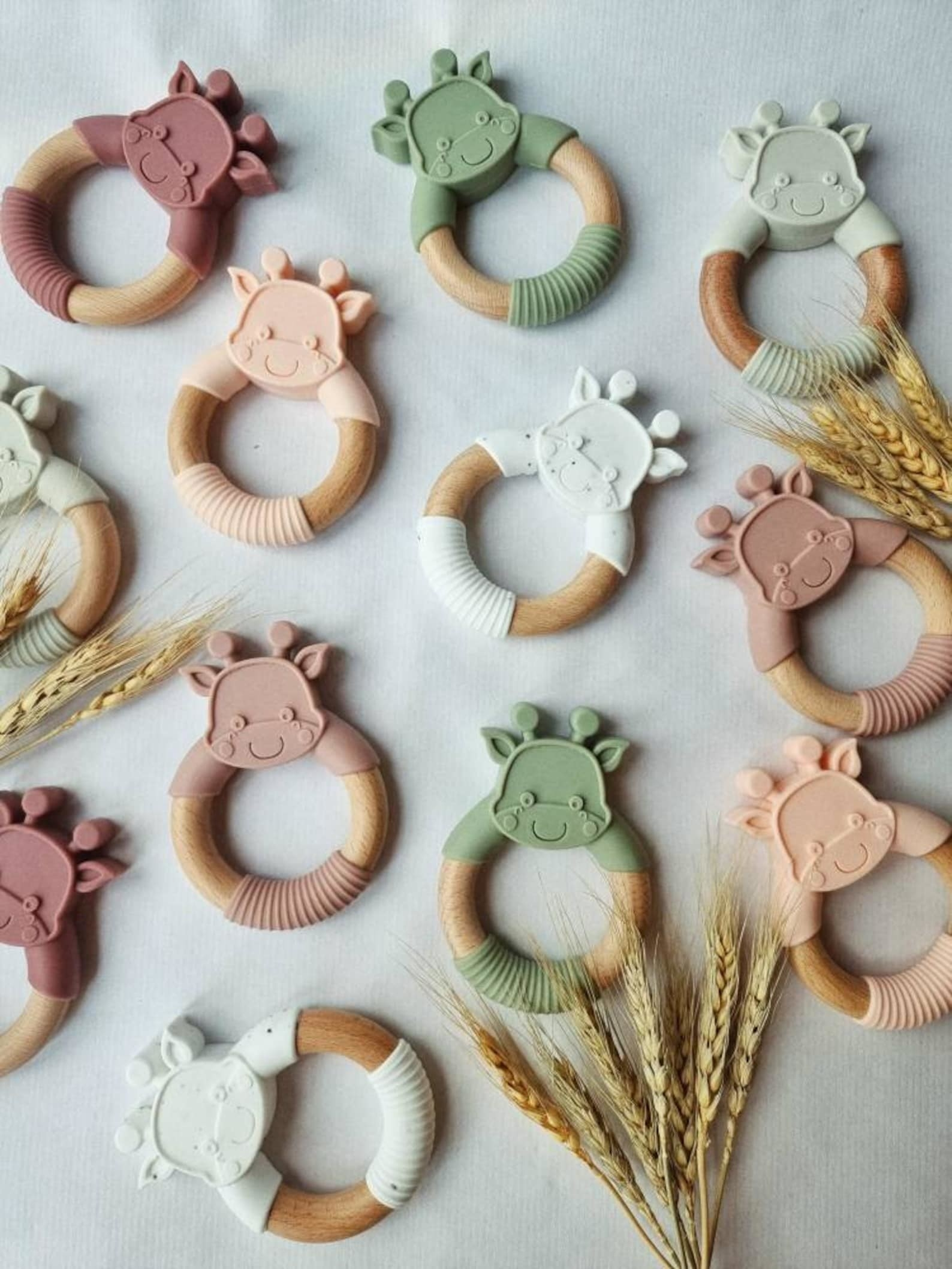 The silicone and wood giraffe teething rings in pastel colors