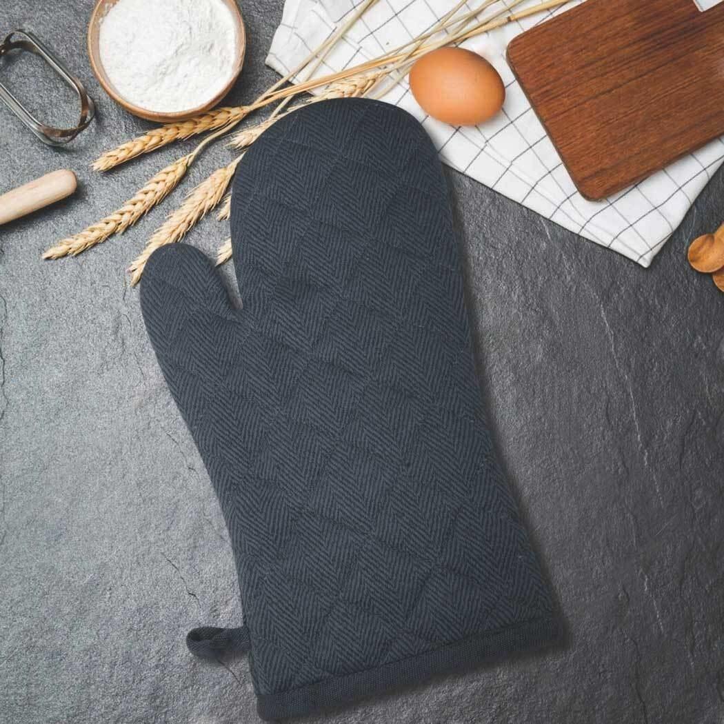 A black oven mitt
