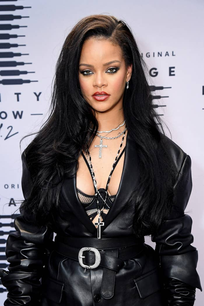 """Rihanna's Fenty Brand Is Being Sued For $10M After Sampling A Verse Of Islamic Scripture At A Savage X Fenty Show Which Led To The Artist Of The Song Receiving Death Threats And Having To """"Go Into Hiding"""""""