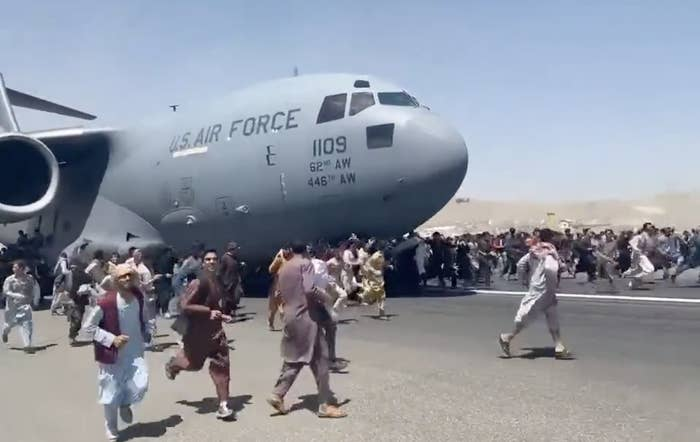 """""""People run on tarmac of Kabul international airport as a US military aircraft attempts to take off"""""""